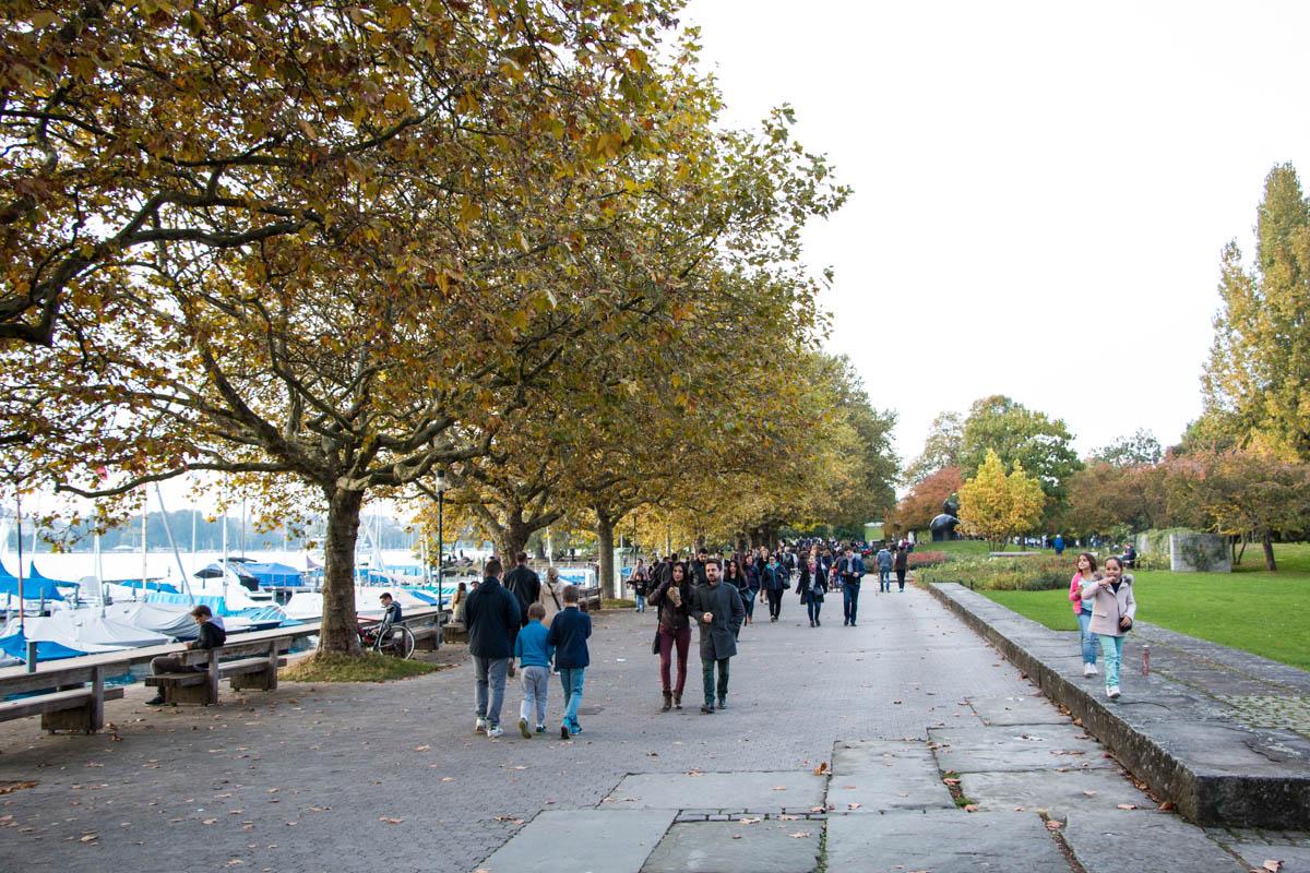 Best Zurich Walks • Gold coast lakeshore promenade • Swiss Family Fun